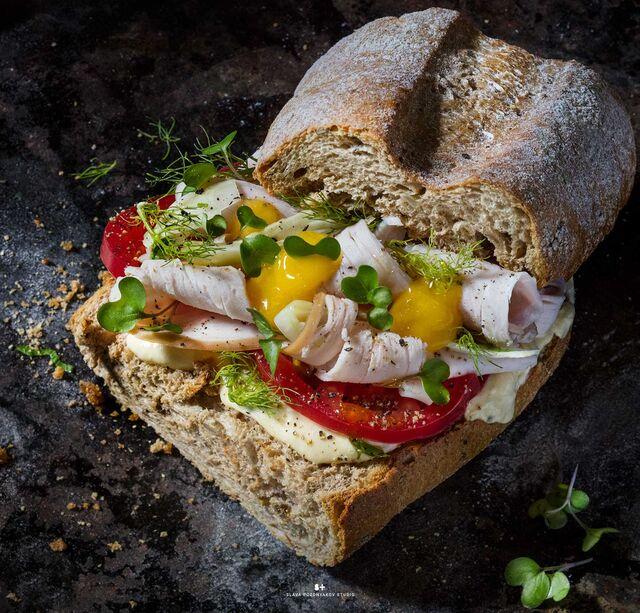 Фуд-стайлинг, компоновка, фотосъемка сандвичей для кафе ЧИСТАЯ ЛИНИЯ. Фуд-стилист, фотограф Слава Поздняков.