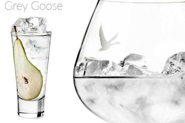 Рекламная фотосъемка напитка с грушей Grey Goose. Фотограф и фуд-стилист Слава Поздняков