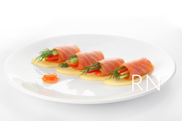 Рыбные роллы с соусом. Фотосъемка блюд для ресторана Рисовый Ниндзя