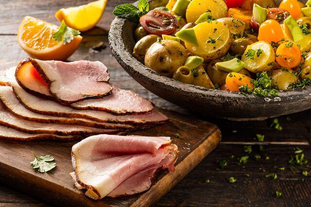 Фотосъемка салата с кабаном для рекламного буклета. Фуд-стилист и фотограф Слава Поздняков