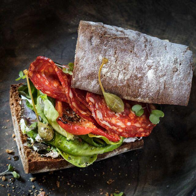 Фотосъемка сэндвича с чоризо и кремчиз. Фуд-стилист, фотограф Слава Поздняков.