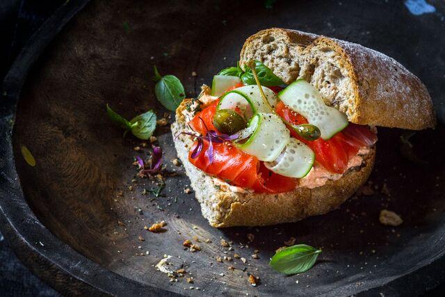 Фотосъемка сэндвича с лососем. Фуд-стилист, фотограф Слава Поздняков.