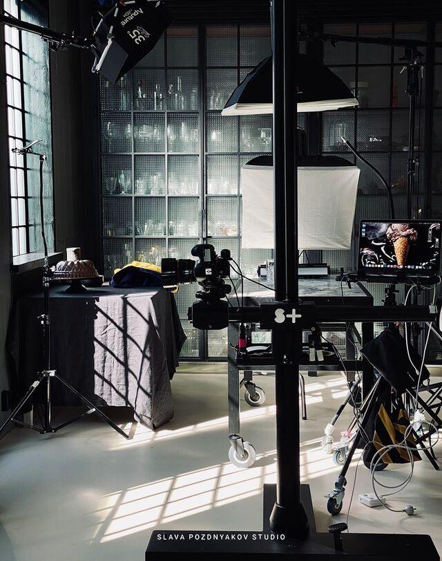 Проведение проектов в кухне-студии Славы Позднякова. Разработка концепции съемки, разработка стилистики съемки, подготовка реквизита, фуд-стайлинг, компоновка, фотосъемка.