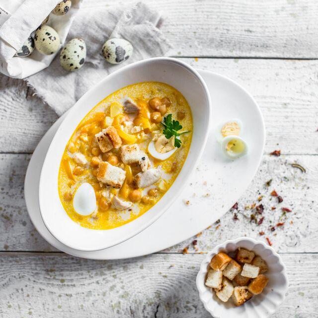 Сливочный суп с нутом и перепелиным яйцом. Фотосъемка композиции