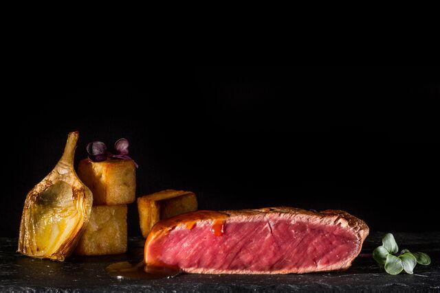 Фотосъемка композиции стейк ягненка. Amarsi Restaurant.