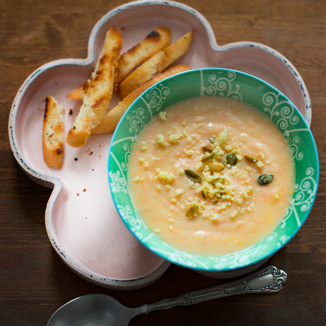 Фотосъемка суп-пюре с гренками. Фуд съемка Славы Позднякова