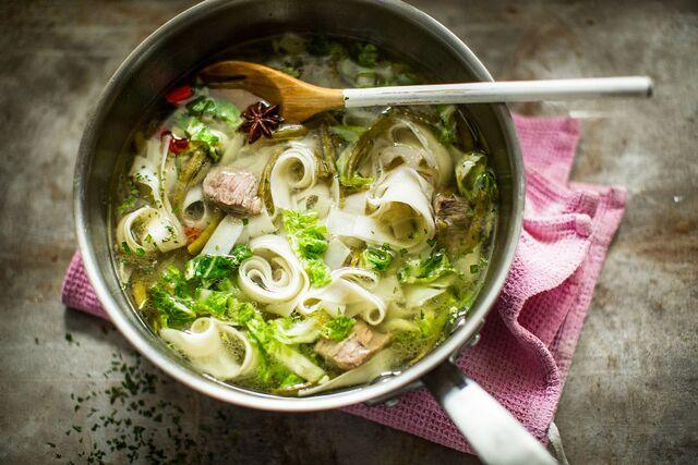 Разработка рецептов, приготовление, фотосъемка блюд. Суп с лапшой. Фуд стилист и фотограф Слава Поздняков