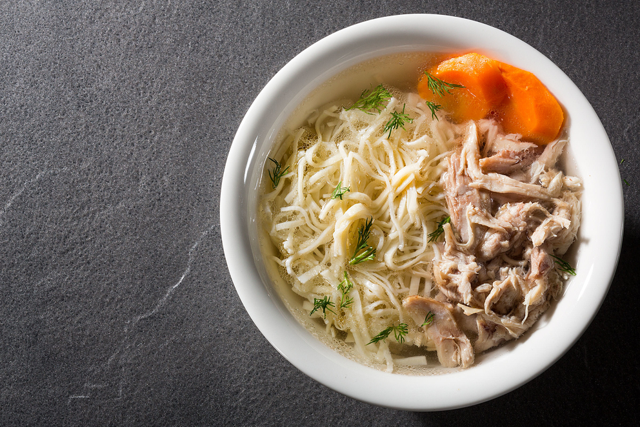 Куриный суп с домашней лапшой. Чайхана «Тапчан». Фотосъемка блюд для ресторана