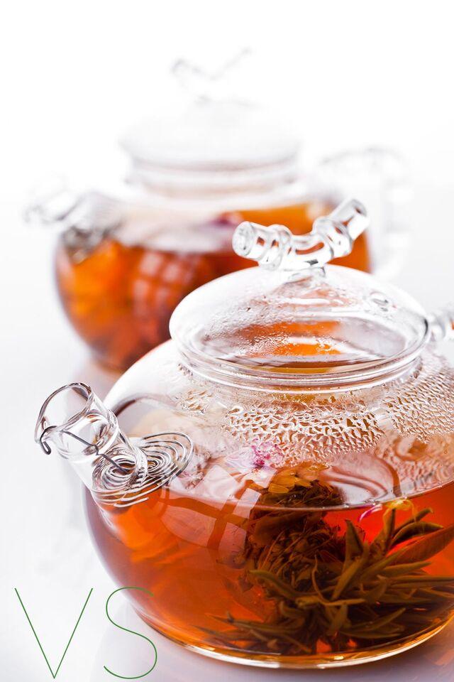 Фотосъемка чая в чайниках на белом фоне для меню ресторана Ваби саби