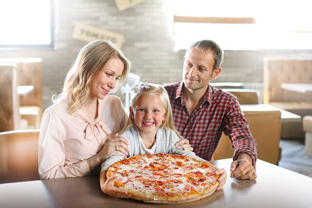 Фотосъёмка пиццы. Рекламная фотосъёмка пиццы. Фотосъёмка блюд. Фотосъемка для меню. Фотосъёмка композиций блюд. Фуд-стилист, фотограф Слава Поздняков.