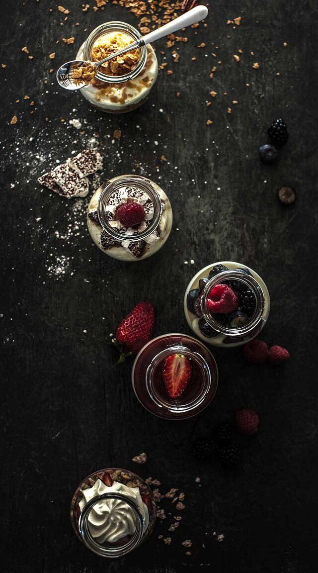 Фотосъемка десертов для меню ресторана. Фуд-стайлинг, компоновка, фотосъемка десертов для Traveler's Coffee. Фуд-стилист, фотограф Слава Поздняков.