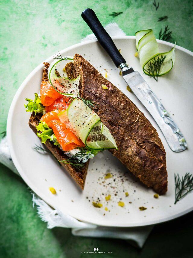 Фотосъемка сандвича для меню ресторана. Фуд-стайлинг, компоновка, фотосъемка блюд для Traveler's Coffee. Фуд-стилист, фотограф Слава Поздняков.