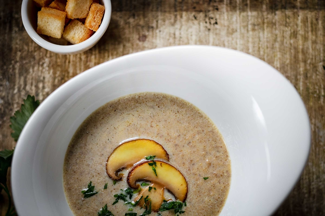 Фотосъемка супа для меню ресторана. Фуд-стайлинг, компоновка, фотосъемка блюд для Traveler's Coffee. Фуд-стилист, фотограф Слава Поздняков.