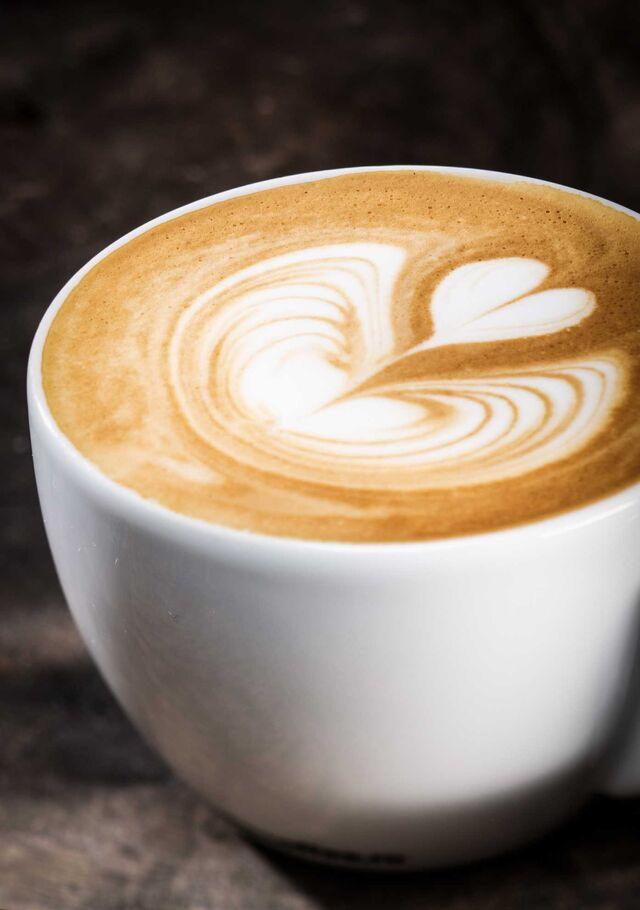 Фотосъемка кофе для меню ресторана. Фуд-стайлинг, компоновка, фотосъемка напитков, кофе, капучино для Traveler's Coffee. Фуд-стилист, фотограф Слава Поздняков.