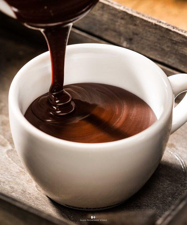 Фотосъемка горячих напитков для меню ресторана. Фуд-стайлинг, компоновка, фотосъемка горячего шоколада для Traveler's Coffee. Фуд-стилист, фотограф Слава Поздняков.
