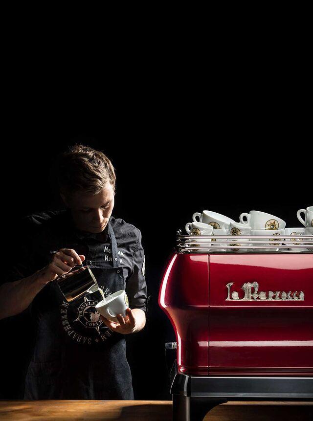 Traveler's coffee. Фотосъемка бариста в SLAVAPOZDNYAKOVSTUDIO. Фотограф Слава Поздняков.