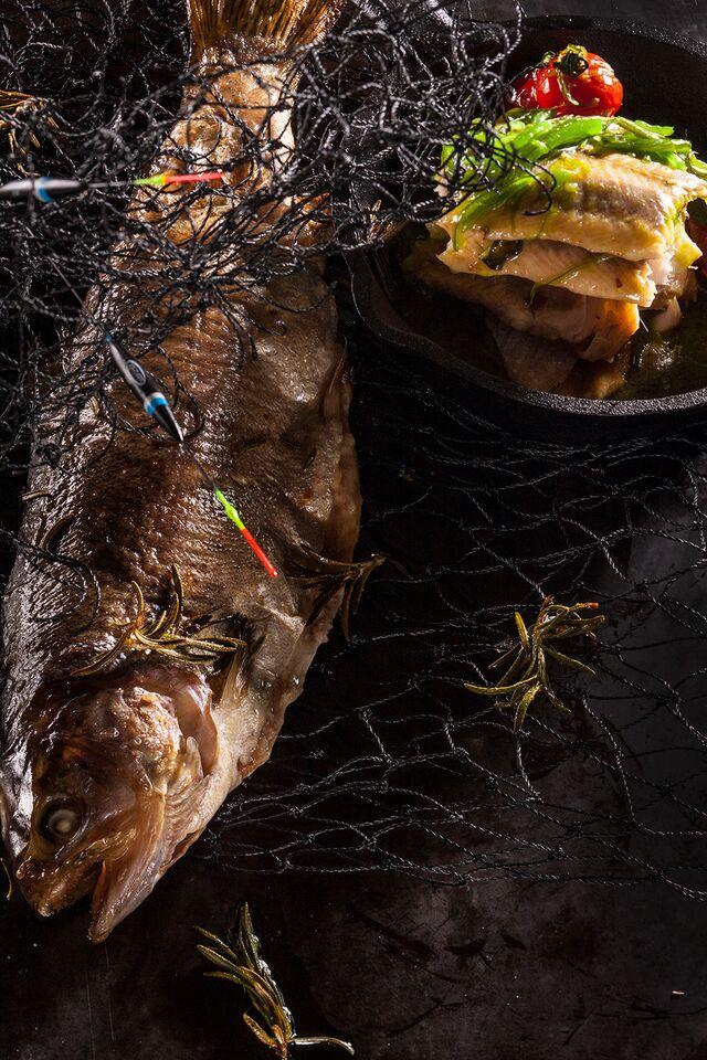 Улов рыбака. Фотосъемка композиций блюд из рыбы. Ресторан «Чайка»