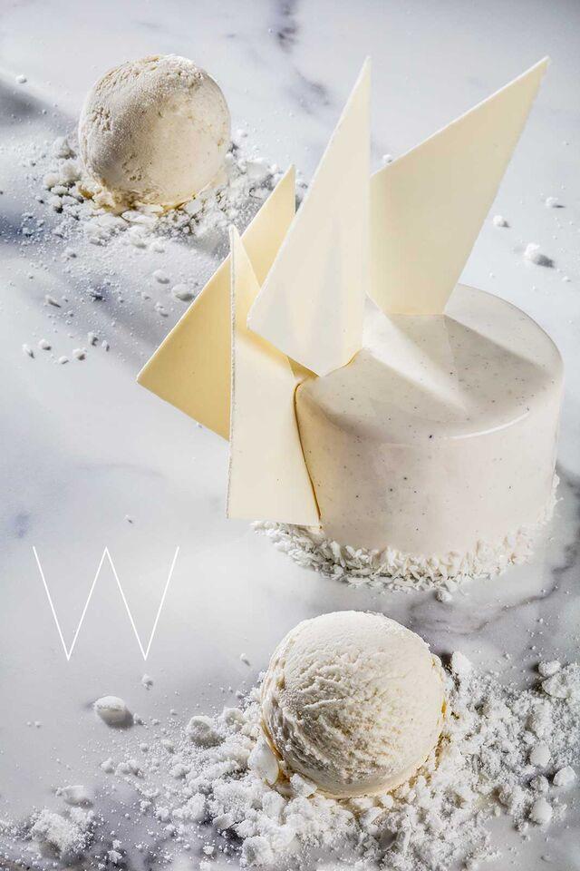 Фотосъемка десерта с мороженым. Ванильный десерт с мороженым для кафе Чистая Линия. Фотограф и фуд-стилист Слава Поздняков.
