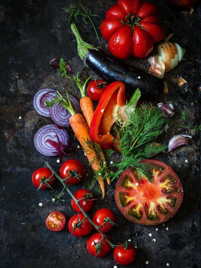 Фотосъемка овощей. Помидоры, лук, зелень, перец. Фуд-стилист, фотограф Слава Поздняков.
