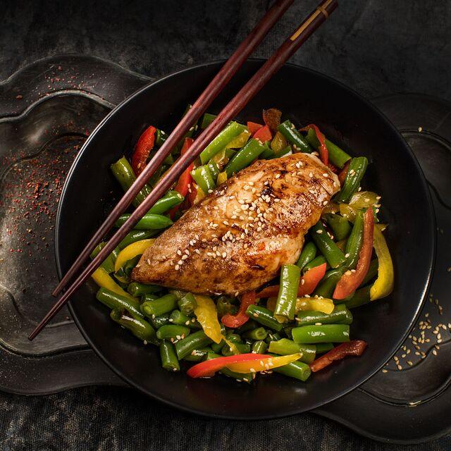 Разработка подачи блюда для рецептов Bonduelle. Запеченная куриная грудка с фасолью